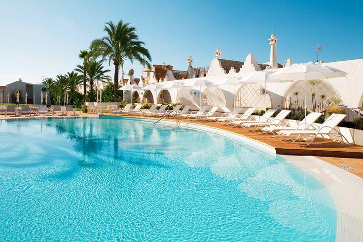 Sunprime Atlantic View på Gran Canaria, Spain. På hotellet finns ett stort, härligt poolområde med inte mindre än tre uppvärmda pooler. Vill du ha riktigt nära till ett välgörande dopp kan du boka en svit med Swim Out - direkt access till poolen. Längtar du efter saltare bad tar du dig enkelt och smidigt till stranden med hotellets badbuss. Läs mer på…