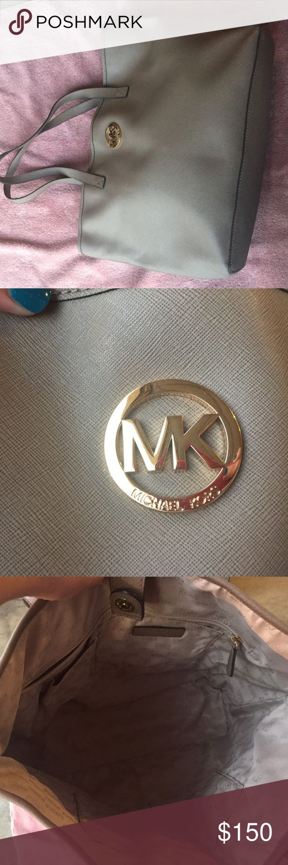 Michael Kors Jet Set tote large Michael Kors Jet Set tote large. Great condition inside and out. Perfect for Fall. Bags Totes