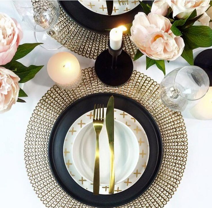 Black and gold bliss! This beautiful table setting was styled by one of our talented Interior Decorators. How are you dressing your table this season?