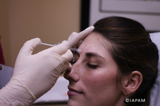 Physician performing hands-on Botox Training @ http://www.aestheticmedicinesymposium.com/botoxtraining