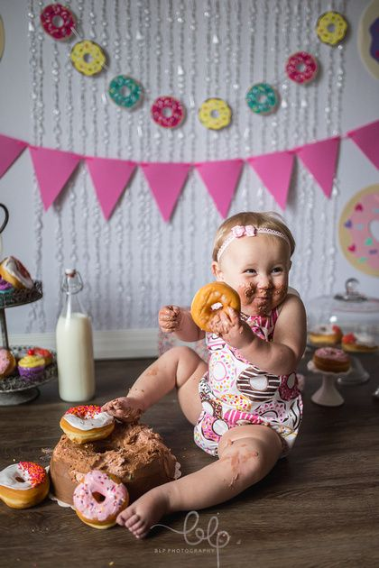 Donut Cake Smash! Girl cake smash. 1st birthday. First birthday. Donuts. Donut birthday. Donut Grow. Up. Birthday photoshoot. Donut cake smash photoshoot. Cake smash photo session.