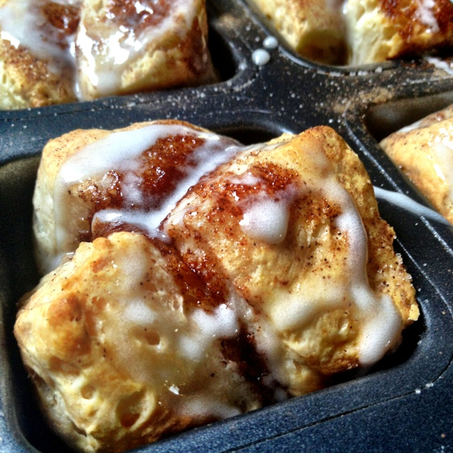 Easy monkey bread in the Pampered Chef brownie pan!! Can biscuits, cinnamon…