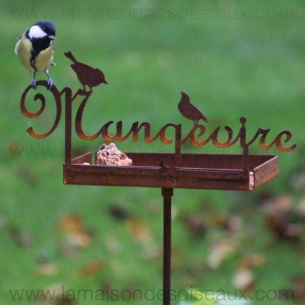 Mangeoire en metal pour oiseaux sur piquet patine rouille - Deco metal jardin ...
