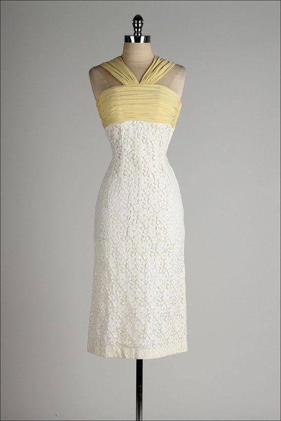 https://www.etsy.com/fr/listing/194219977/vintage-1950s-dress-ivory-lace-wiggle?ref=shop_home_active_17