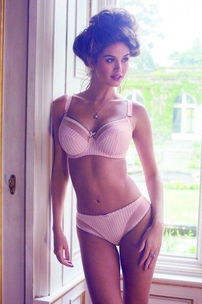 Fantasie #bh Lois. Romantische bh, niet voorgevormd.   http://www.lingerie-athome.nl/product-type/lingerie/fantasie-bh-lois-e-f-g.html