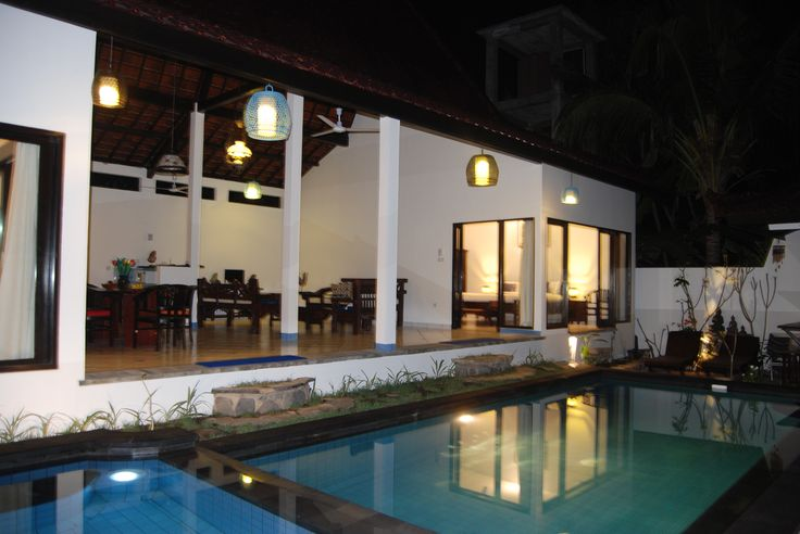 The open large living room at ambaryhouse.com symbolizes the unity between the macro-cosmos (buwana agung) and the micro-cosmos (buwana alit), a basic tenet of traditional Balinese architecture.