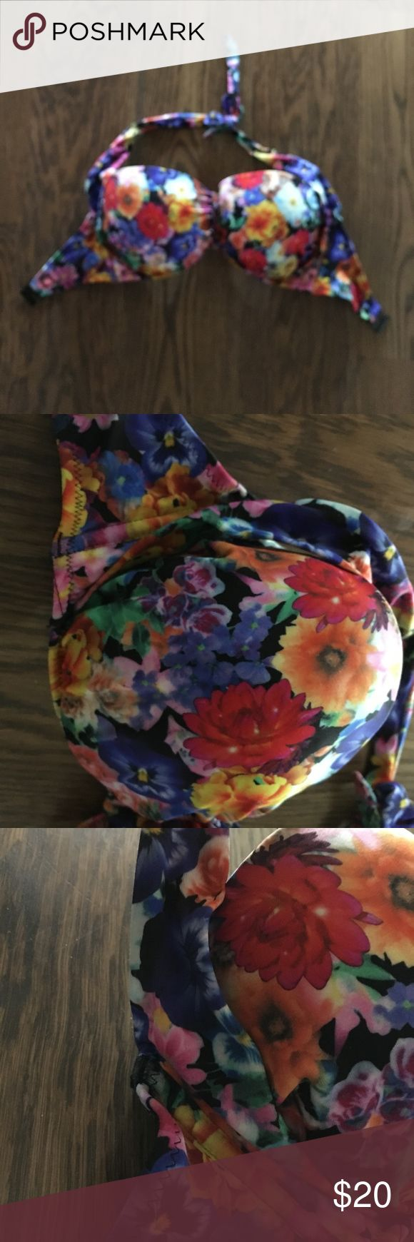 ASOS 30G Flower swim top Halter swim top with flower patterned that clasps behind the back. Never worn before size 30G ASOS Curve Swim Bikinis
