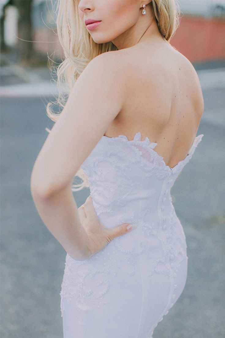 Absolutely in love with this Robyn Roberts Bridal gown! The back is super sexy and the lace detail is just beautiful. A strapless wedding dress for a modern, city bride!