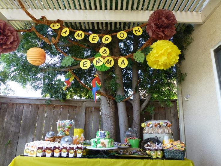zoo theme dessert table