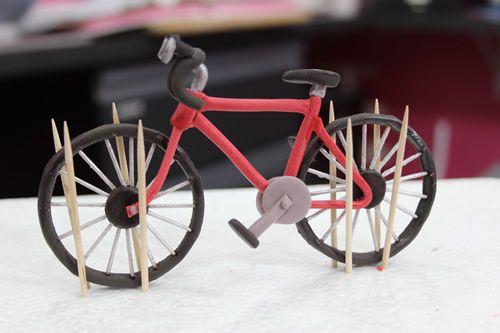 Assembling gumpaste bicycle