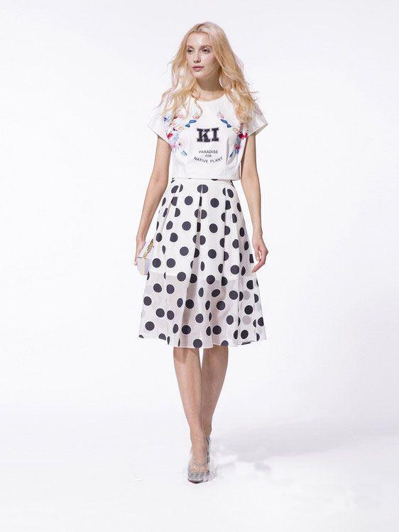 Un #set perfect pentru vara pentru o tinuta casual trendy, #fusta cu buline si tricou scurt. Le gasesti pe #TopFashion