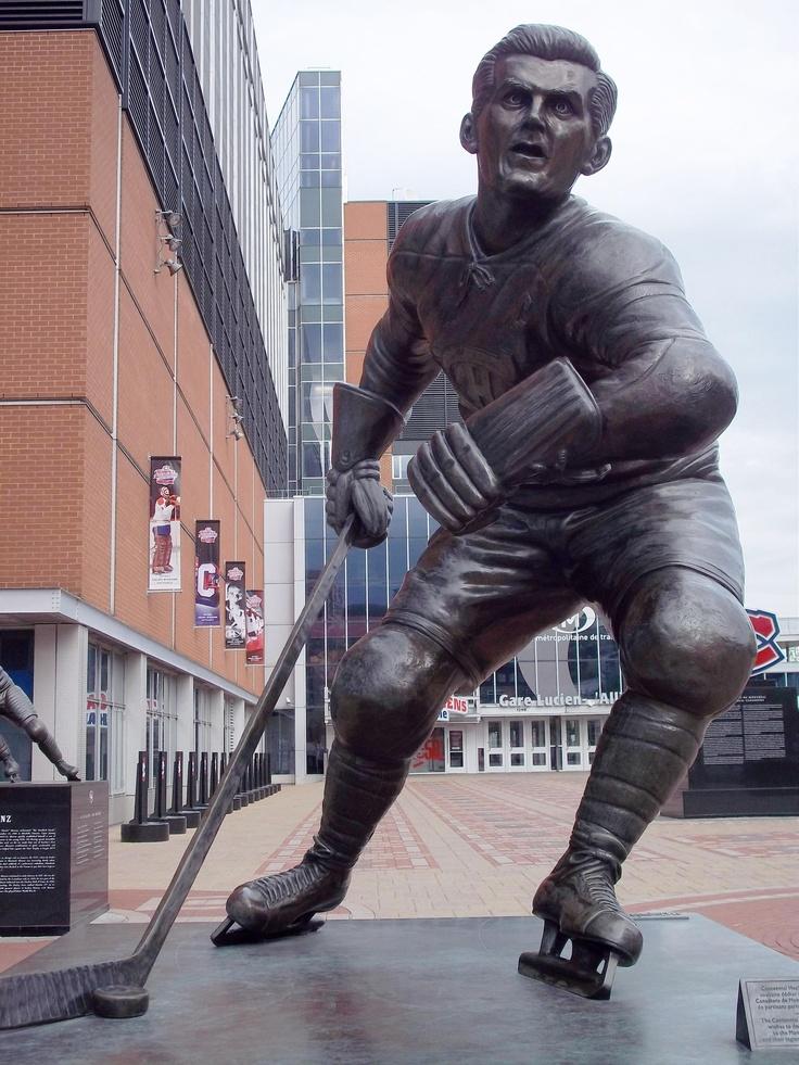 Statue de Maurice Richard, Centre Bell, Montréal - Maurice Richard statue, Bell Center, Montreal.