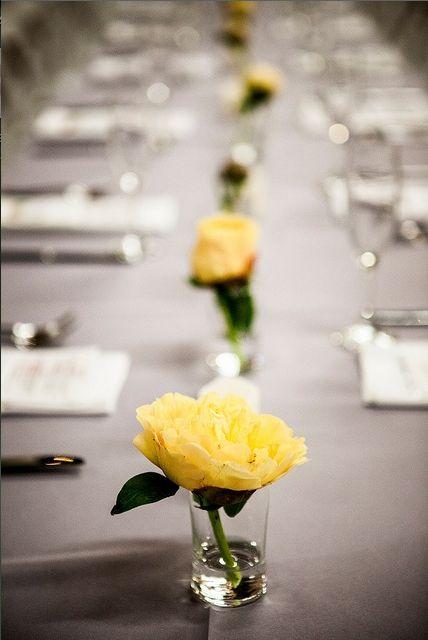 simple yellow rose flower centerpiece minimalist wedding #Popular_Garden_Decor #Garden_Decor_Ideas #Garden_Design