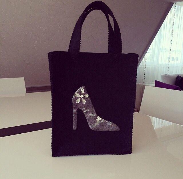 ✨Siyah keçe, gri simli kumaş ve taş işlemeli ayakkabı çantası✨