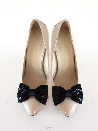Tu: http://sklep.coquet-art.pl/black-sequins.html Czarne cekinowe kokardy idealne do każdych butów! Black Sequins - Klipsy do Butów, Dodatki do Obuwia - Coquet
