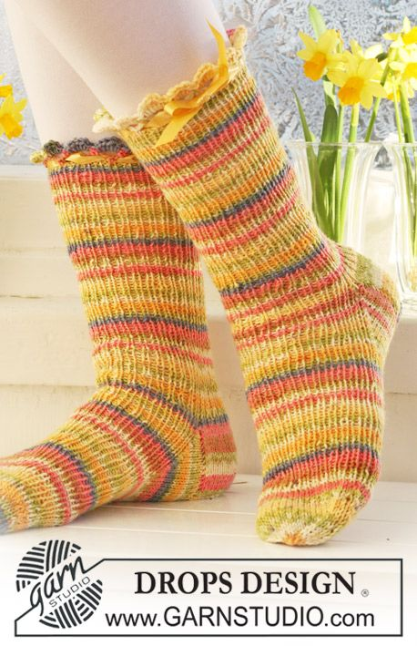 "Short DROPS Easter socks with rib in""Fabel"".  Sizes from child 9 to woman 10½.   Free pattern by DROPS Design."