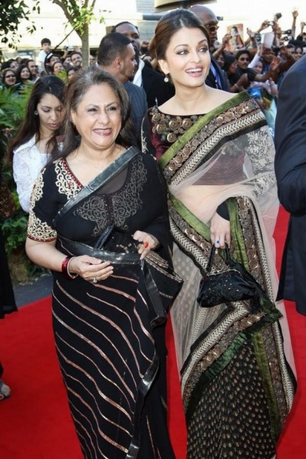 i like Jaya Bachchan's saree styling way too much... *heart*