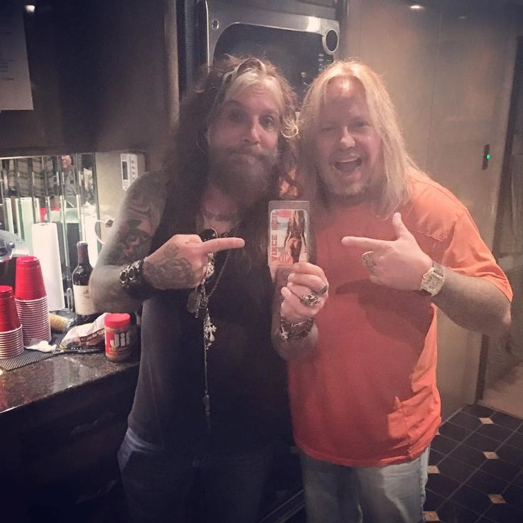 "Vince Neil (w/ John Corabi) tweeted this: ""Contrary to popular belief, we don't dislike each other!"""