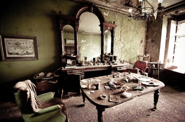 History link >>> http://scribol.com/anthropology-and-history/urban-exploration/paradise-lost-the-crumbling-english-manor-house-where-john-milton-once-lived/