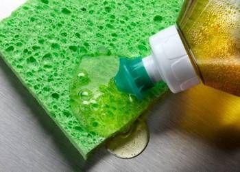 Fabriquez votre liquide vaisselle naturel en deux temps trois mouvements.