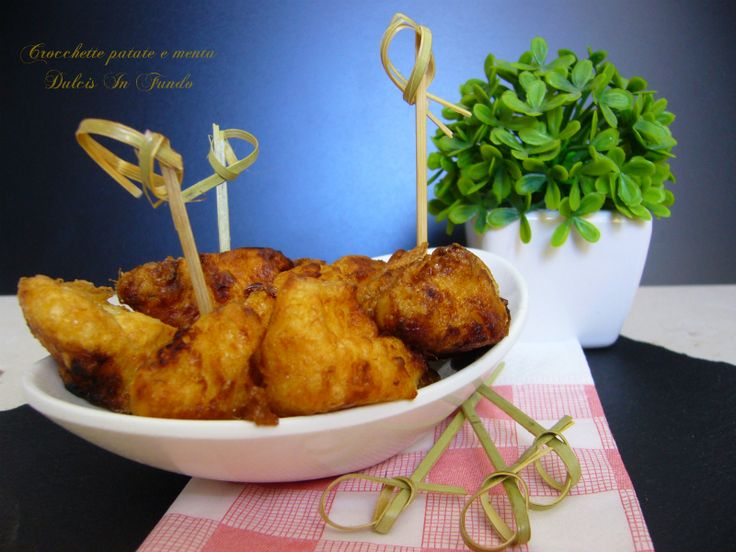 Crocchette patate e menta Oggi voglio proporvi la ricetta delle crocchette patate e menta, una ricetta tipica della tradizione salentina davvero buona. Le