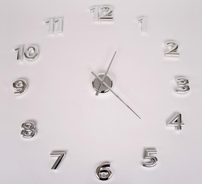 klocka med lösa siffror svart