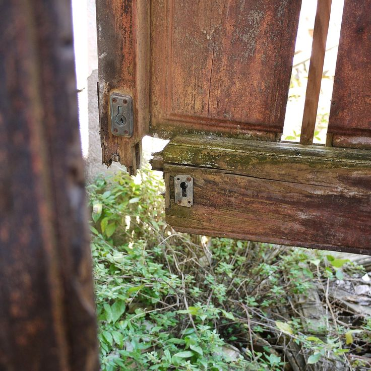 abandoned door, Catalunya