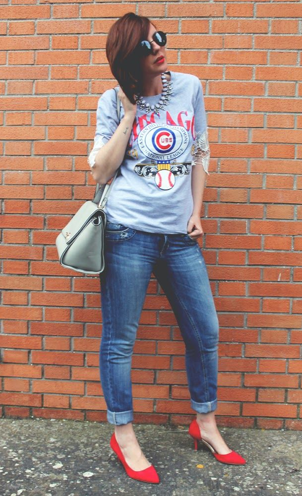 More pics here: http://amemipiacecosi.blogspot.it/2014/05/outfit-t-shirt-sporty-chic-jeans-e.html  #outfit #fashion #fashionblogger #tshirt #printtshirt #red #redshoes #shoes #heels #midheel #stradivarius #liujo #denim #jeans #chicago #sportychic #trapezebag #grey #bag #sunglasses #firmoo #roundsunglasses #oasap