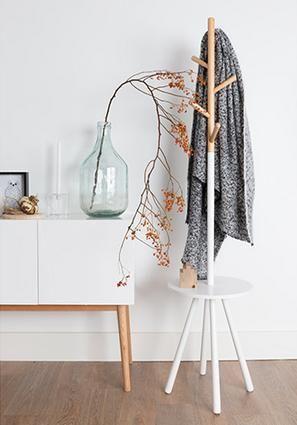 De Trendy Kapstokken; Zuiver Table tree staande kapstok is een multifunctionele kapstok van Zuiver.