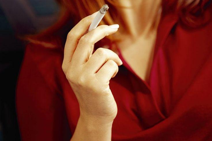 El cáncer de pulmón y la bronquitis del fumador. El consumo de tabaco es la principal causa evitable de muerte en los Estados Unidos. De acuerdo con el U.S. Surgeon General's Report, los fumadores tienen un mayor riesgo de cáncer de riñón, páncreas, vejiga, cuello uterino, boca, garganta, esófago, ...
