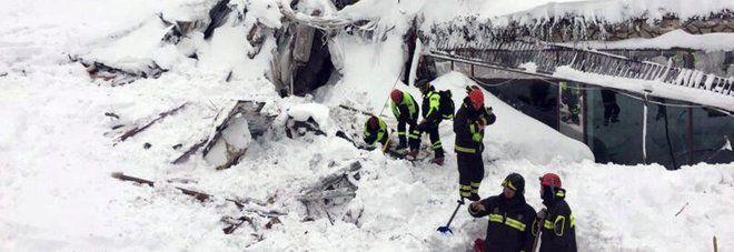 """Tragedia all'Hotel """"Rigopiano"""": riprese le ricerche. Due morti e trenta dispersi.I testimoni"""