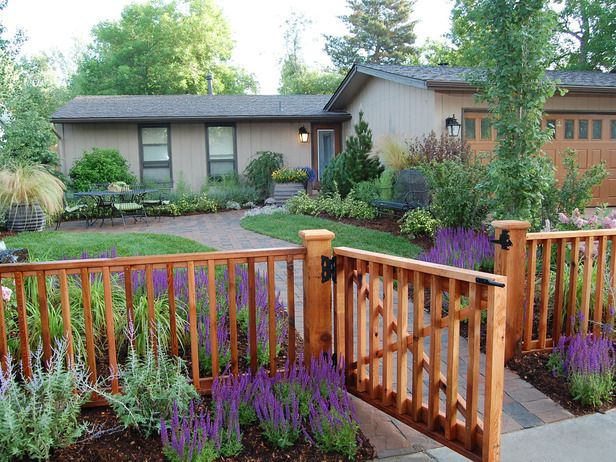 Front yard wood fence images for Small front yard ideas with fence