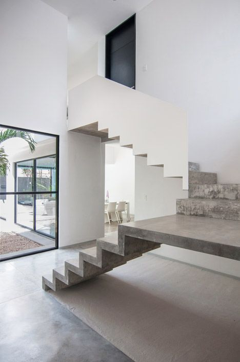 Warm Architects adds cast concrete staircase to Garcia's House in Cancún, Mexico