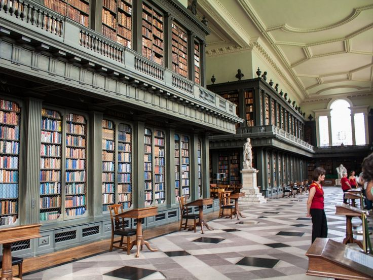 De bibliotheek van All Souls College, een onderdeel van de universiteit van Oxford, stamt uit 1752 en huisvest een belangrijke historische collectie boeken.
