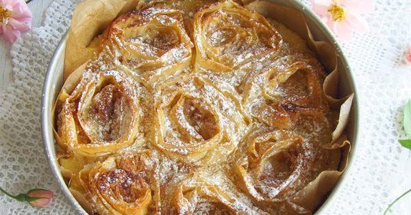 Aqui fica a minha sugestão para o dia da mãe, uma sobremesa delicada e encantadora em forma de rosas. É leve e muito versátil. A massa filó...