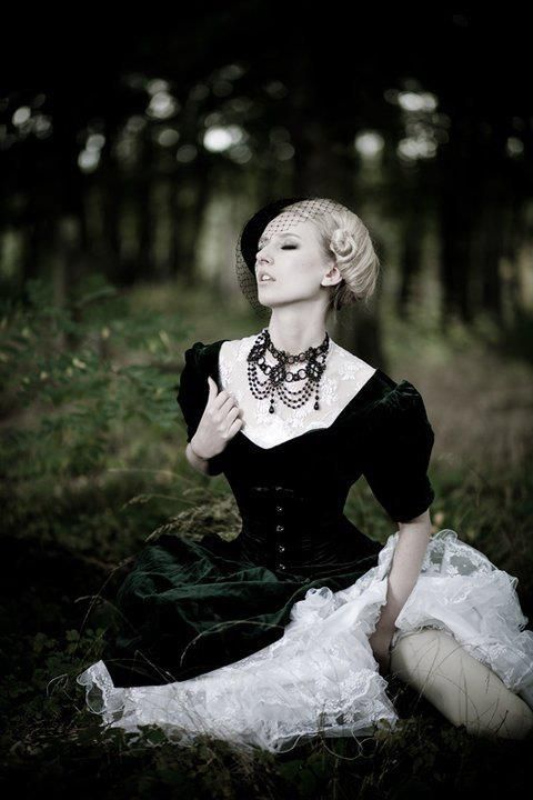 writers chose the gothic mode to Novels and story collections structured on gothic motifs in the lesbian section of  the silver moon feminist bookshop  between women occurs in eighteenth and  nineteenth-century gothic literature in addition  writers choose to utilise gothic.