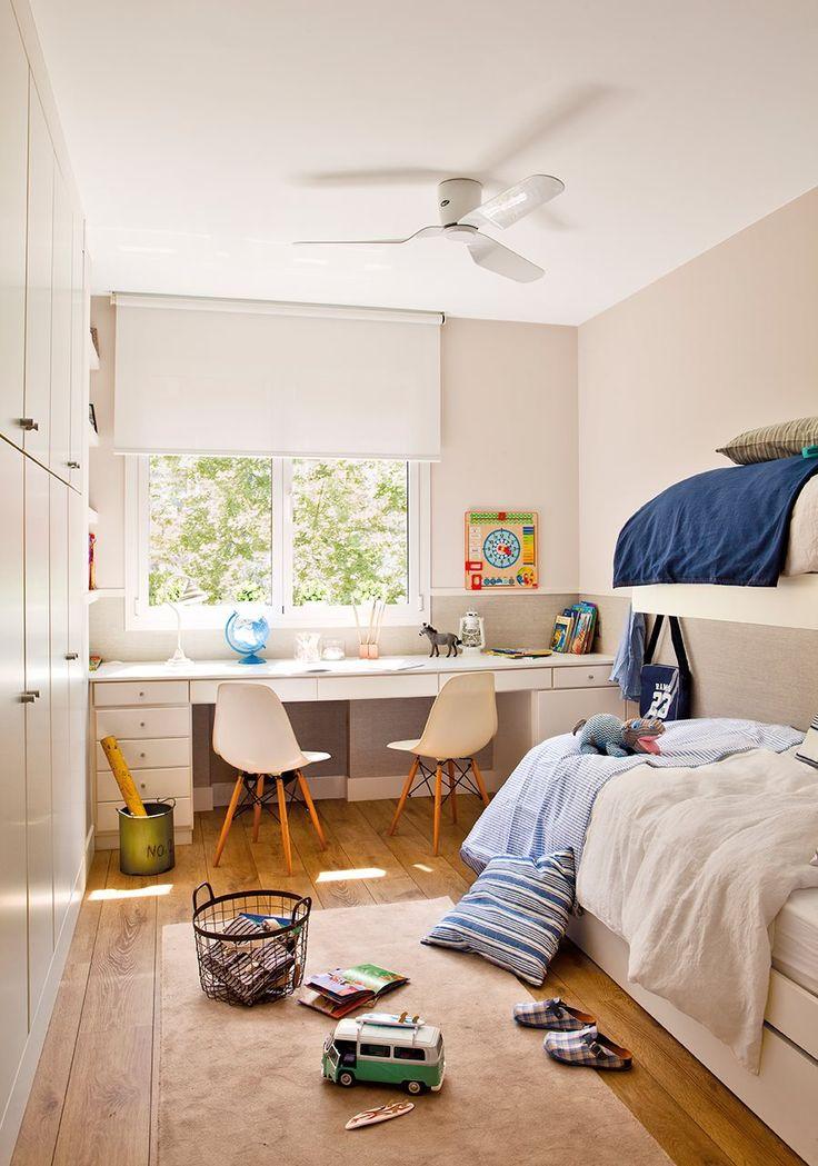 Dormitorio juvenil de niño con litera. Escritorio doble