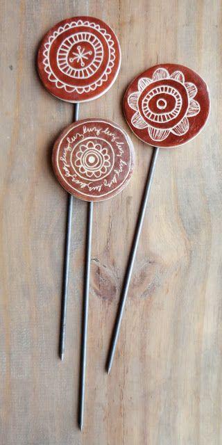 http://ceramicatresmargaritas.blogspot.com.uy/search/label/Tutores decorativos