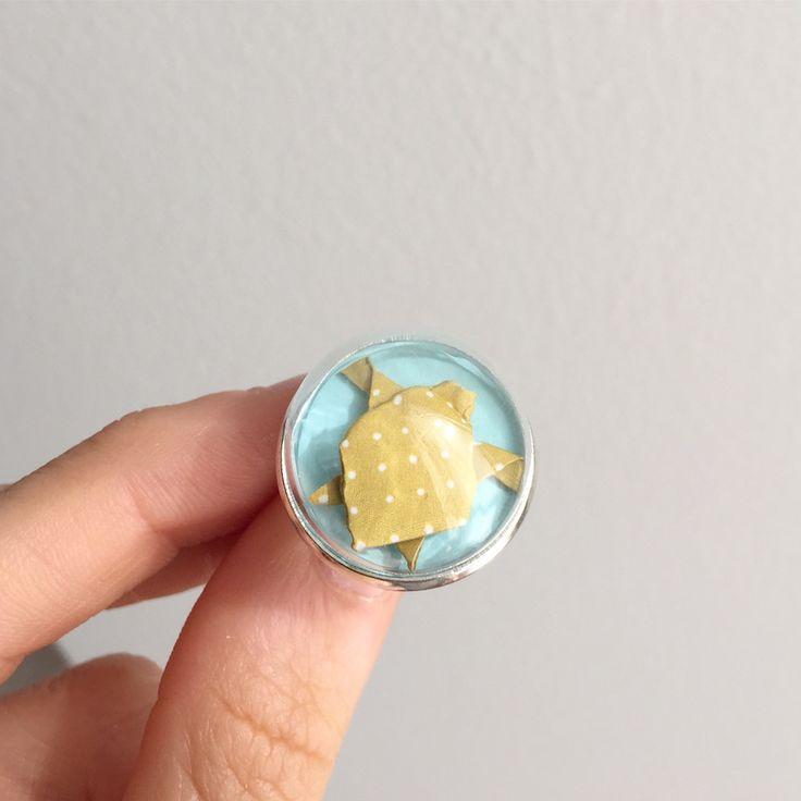 Tartaruga #origami in anellino con cupola di vetro.  #origamiart #turtle #ring #anello #handmade #bijouxhandmade #bijoux #paper #paperart #diy