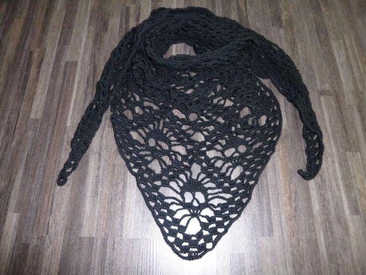 Gehaakte skull sjaal: http://link.marktplaats.nl/m955382071