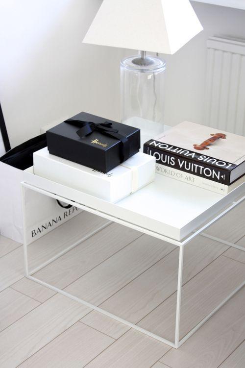 Minimalist floating white table top. #minimal #interior