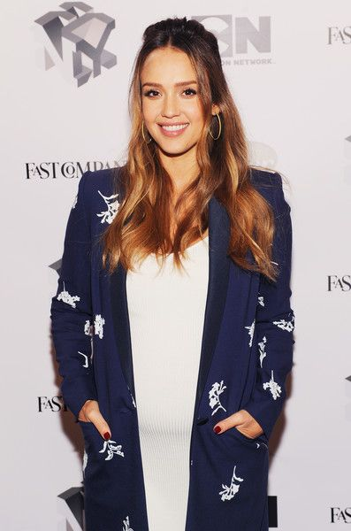 Jessica Alba Photos - Jessica Alba attends Passion Play: How Jessica Alba and Mario Batali Created Multichannel Marvels during the Fast Company Innovation Festival at 92nd Street Y on October 25, 2017 in New York City. - Fast Company Innovation Festival - Passion Play: How Jessica Alba and Mario Batali Created Multichannel Marvels