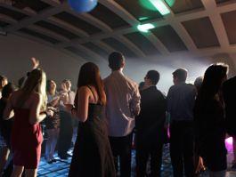 ¿Como divertirme en mi fiesta? Dj, pista de cristal, iluminación y diversión con www.studio89.mx