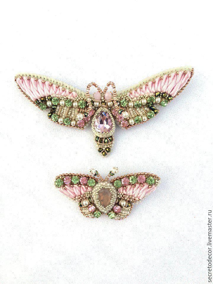 Two brooches with bead embroidery | Купить Парные броши бражник и бабоска Розовая весна 2017 - на белом фоне, брошь