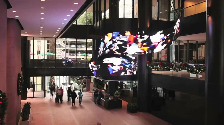 건물 로비에 설치된 디지털 아트 조형물(미국, 휴스톤)