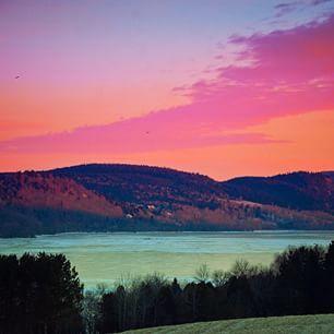 The only thing rosier than a New Brunswick vacation is this sunset in Quispamsis. // Voir la vie en rose, c'est possible au Nouveau-Brunswick même en hiver! #ExploreNB