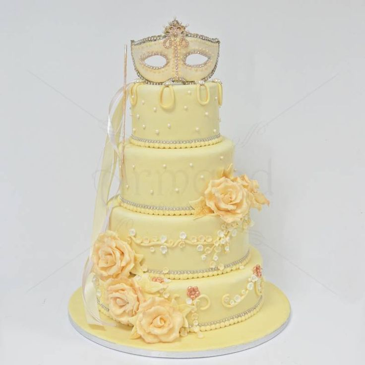 Un model foarte elegant, potrivit pentru o nunta cu o tematica precum cea a vestitelor masti venetiene, un tort ce poate fi un adevarat spectacol.  Pret: 560 lei. (3,5 kg)