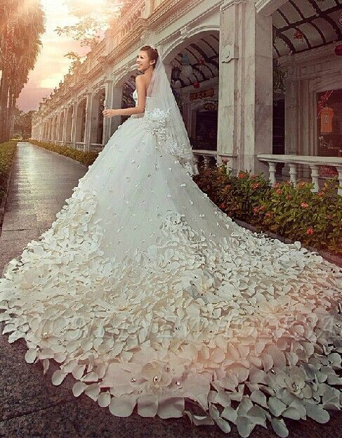 Gorgeous Sweetheart Crystal Wedding Dress Cathedral Train Flowers 2018 Bridal Gown