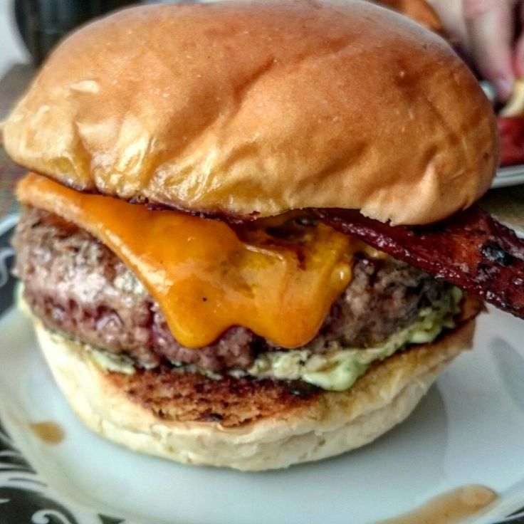 Cheese burguer, bacon, maionese