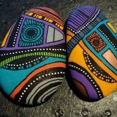 124, les inséparables galets peints à l'acrylique aux couleurs vives et multicolores
